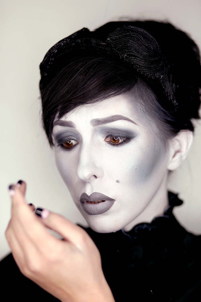 grayscale halloween makeup black and white 1