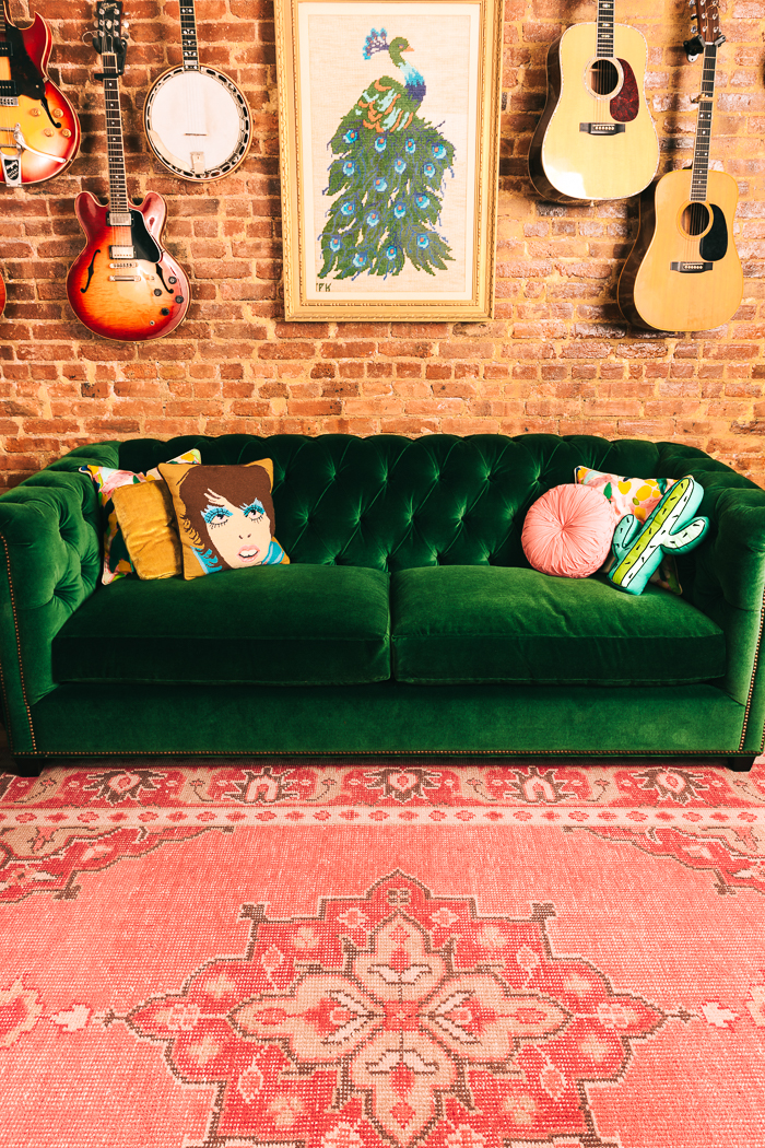 green velvet tufted sofa and pink rug. Black Bedroom Furniture Sets. Home Design Ideas