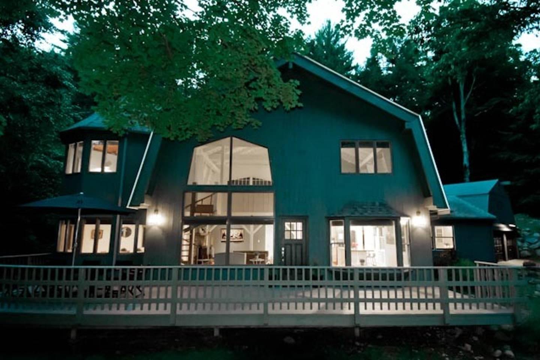 Dreamy Winter Getaways on Airbnb - Modern Barn in Woodstock