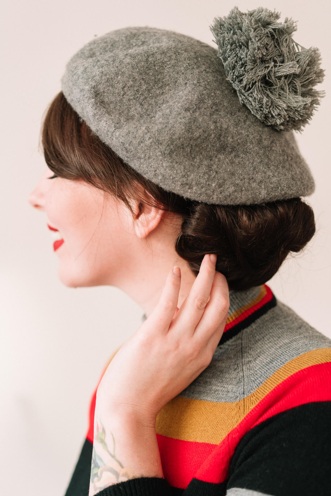 how to style your hair with a beret
