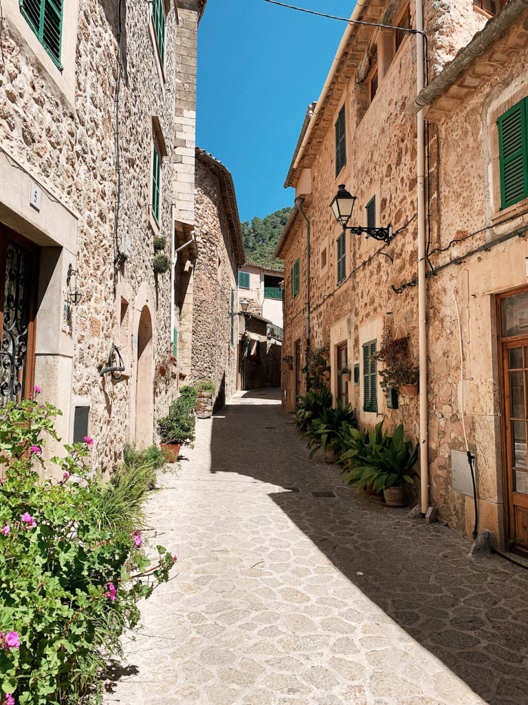 Mallorca travel guide, Valldemossa